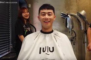 Park Seo Joon 'mếu máo' xuống tóc ở hậu trường phim Tầng lớp Itaewon