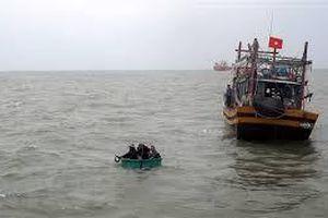 Cứu nạn thành công 6 ngư dân bị chìm tàu trên biển