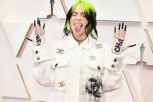 Vì sao hãng Chanel, Gucci luôn ưu ái may đồ riêng cho Billie Eilish?