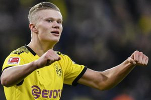 Haaland giúp Raiola kiếm bộn tiền nếu rời Dortmund
