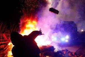 Dân làng tại Ukraine chặn xe chở người sơ tán từ Vũ Hán