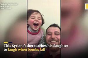 Sống giữa vùng chiến sự, người cha Syria dạy con gái 3 tuổi bật cười khi nghe tiếng bom rơi