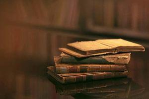 Tủ sách cũ những ngày ấu thơ