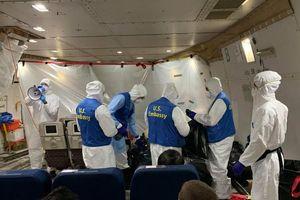 Mỹ: 21 người được sơ tán về nước dương tính với Covid-19