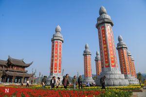 Cận cảnh vườn cột kinh khổng lồ 'độc nhất vô nhị' tại Việt Nam