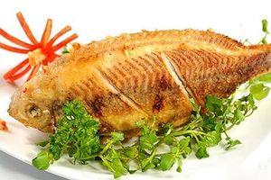 Muốn rán cá vàng giòn, chín đều thơm ngọt không sát chảo hãy cho thêm thứ này vào khi rán