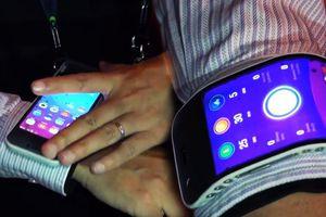 Chiếc điện thoại độc lạ có thể biến thành đồng hồ trong chớp mắt