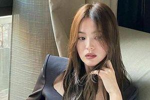 Song Hye Kyo khác lạ với phong cách tóc nâu, môi trầm