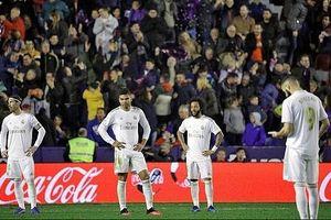 Thất bại bất ngờ trước Levante, Real Madrid mất ngôi đầu vào tay Barcelona