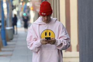 Justin Bieber mặc đồ xuề xòa, bình thản đi spa sau loạt ồn ào tình cảm