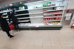 Người dân Daegu càn quét thực phẩm trong siêu thị vì dịch Covid-19