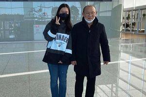 Tới Việt Nam từ vùng dịch Sars-cov-2, HLV Park Hang-seo 'an toàn' rời sân bay