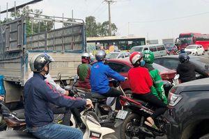 Ùn tắc nhiều giờ nút giao đường 70, đường BT Nguyễn Xiển - Xa La