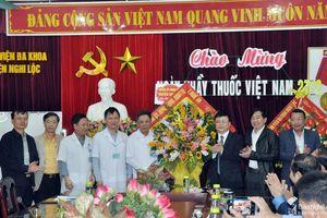 Lãnh đạo tỉnh chúc mừng các cơ sở y tế nhân Ngày Thầy thuốc Việt Nam