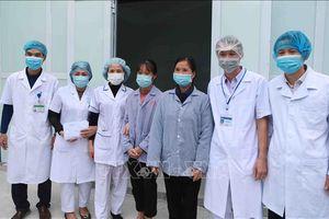 Những chiến sĩ 'áo trắng' trong vùng tâm dịch COVID-19