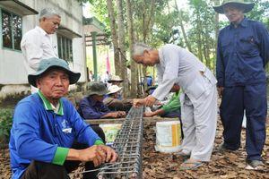 Biệt đội 'lão nông' xây cầu đường thiện nguyện ở Lai Vung
