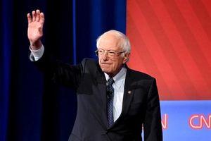 Ông Sanders thắng lớn