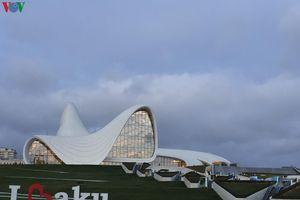 Vẻ đẹp ấn tượng của Baku - Thành phố thơ mộng bên bờ biển Caspi
