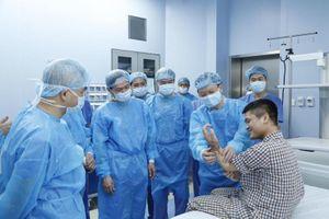Thanh niên bị cụt tay từ 4 năm trước được ghép tay từ người cho còn sống