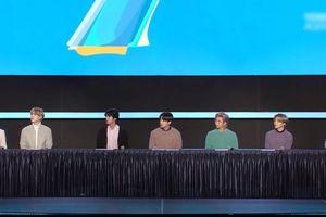 BTS họp báo qua livestream trong hội trường trống
