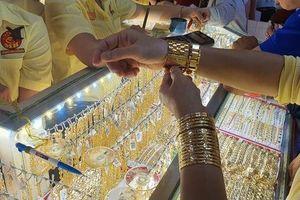 Giá vàng SJC 'bốc hơi' thêm gần 1 triệu đồng/lượng