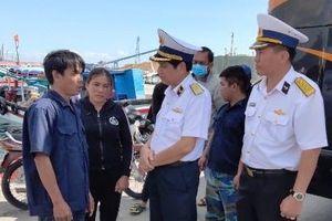 Khánh Hòa: Đưa vào bờ an toàn 33 ngư dân gặp nạn ở Trường Sa