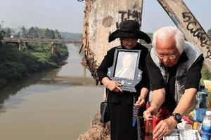 Di cốt nhà sử học Boudarel hòa vào sông nước Việt Nam