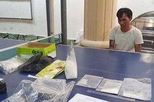 Bắt quả tang đối tượng tàng trữ gần 1kg ma túy đá ở Kiên Giang