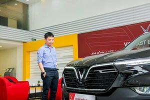 'Ông trùm' Rolls-Royce Việt Nam nhận xe VinFast Lux SA2.0