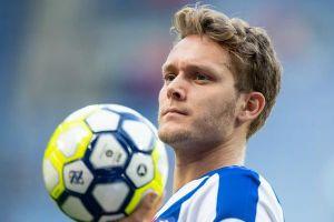 HLV Heerenveen đồng ý cho cựu cầu thủ Barca đá chính