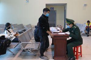 Tiếp nhận và cách ly 5 công dân Việt Nam do Trung Quốc trao trả