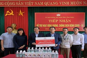 Toyota Việt Nam trao tặng tỉnh Vĩnh Phúc trang thiết bị y tế phòng chống dịch bệnh Covid-19