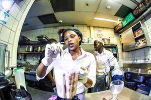 Nhà hàng ở Cape Town giành kỷ lục thế giới Guinness về sữa lắc