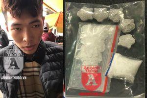 Lao vào nhà dân... vứt ma túy, nam thanh niên bị Cảnh sát 141 khống chế