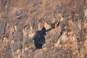 Nguyên nhân 4 người bị kẹt trong hang đá ở Sơn La