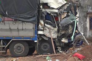 Xe tải đấu đầu xe khách tại Bình Phước, nhiều người nhập viện