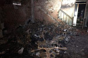 Cháy nhà lúc rạng sáng, 6 sinh viên may mắn thoát nạn