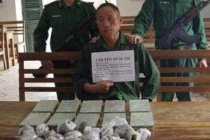 Bắt quả tang đối tượng vận chuyển thuê số lượng lớn heroin từ Lào về Việt Nam