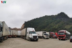 Lạng Sơn: Thiếu nhân công bốc xếp, hàng hóa thông quan chậm