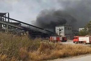 Gia Lai: Cháy lớn tại Nhà máy xi măng Sông Đà, khói đen bốc cao hàng chục mét