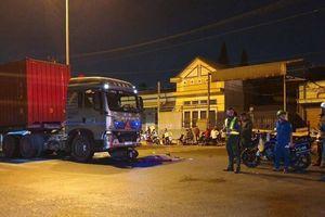 Container tông xe máy chạy ngược chiều, 1 người tử vong, 2 người nguy kịch
