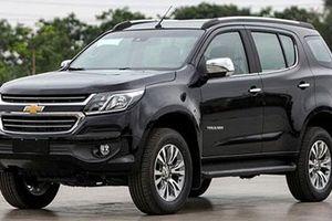 Chevrolet Trailblazer giảm giá gần 400 triệu, đe Hyundai Santa Fe, Ford Everest