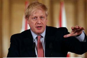 Chiến lược chặn Covid-19 của Anh gây tranh cãi