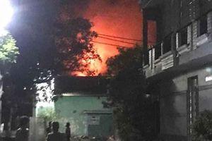 Hỏa hoạn thiêu rụi 1 nhà xưởng ở quận Bình Tân