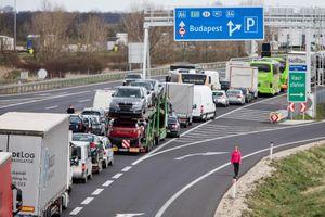 COVID-19: Italy 349 ca tử vong mới, Pháp, Hungary đóng cửa biên giới
