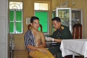 Nhân viên quân y dùng lương của mình hỗ trợ bệnh nhân