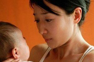 Cô bồ xinh đẹp vừa sinh con cho người tình, 'bà cả' tìm đến tận viện đưa 5 tỷ kèm lời đề nghị 'sốc'