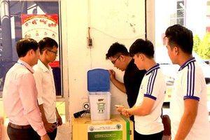 Sinh viên Cần Thơ chế tạo 'thùng rác biết nói'