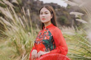 Hoa hậu áo dài Tuyết Nga ra MV 'Bèo dạt mây trôi'