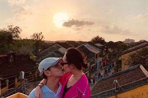 Dân mạng đặt nghi vấn MC Quang Bảo đã cầu hôn bạn gái doanh nhân?